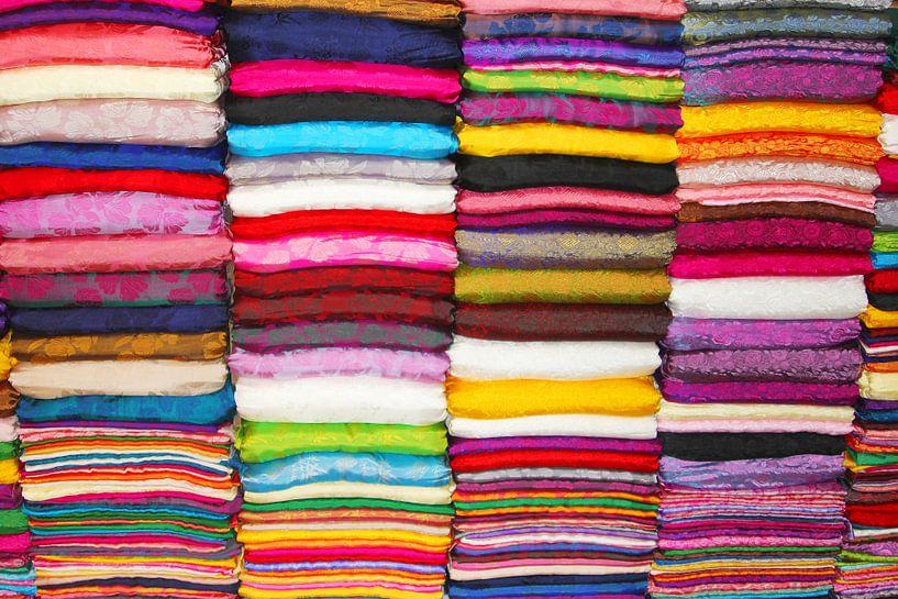 Zijden stoffen in alle kleuren van Inge Hogenbijl