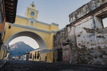 De Poort van Santa Catalina Antigua van Floris Heuer