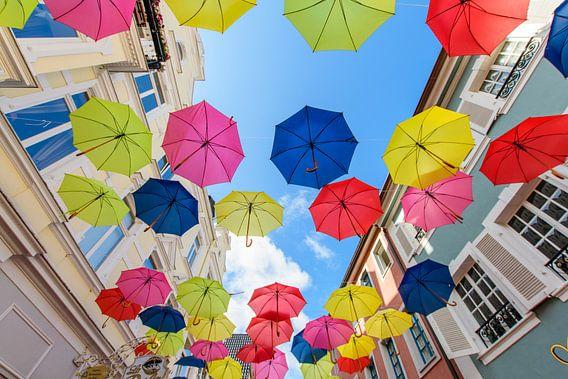 bunte Schirme van Heinz Grates