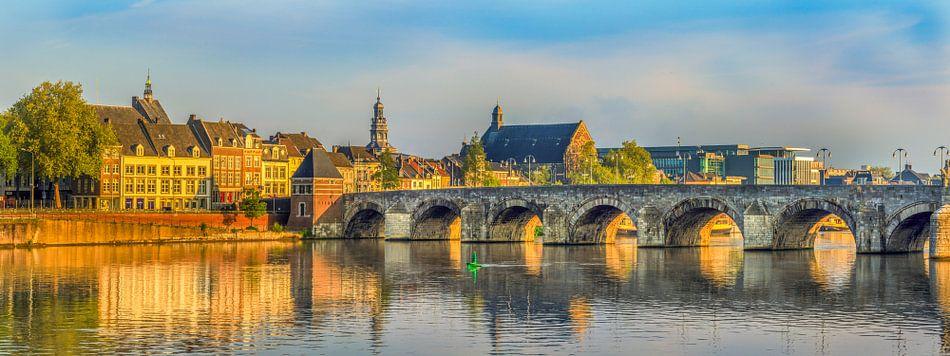 St.Servaos Brögk - Sint Servaasbrug in de ochtendzon