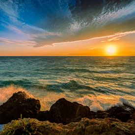 zonsondergang Calabrië Italië van Dick Jeukens