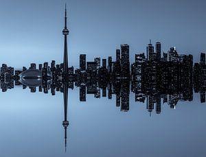 Toronto Skyline réflexion à la tombée de la nuit