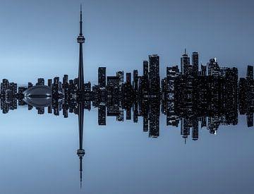Toronto Skyline reflectie tijdens het vallen van de avond van Jan van Dasler