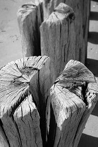 Golfbrekers op het strand van Badzand, Zeeland. van
