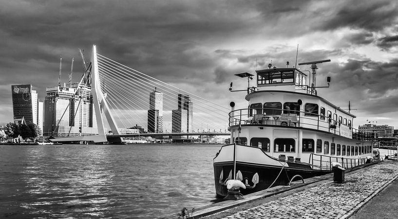 Before the storm in Rotterdam van Lorena Cirstea