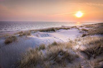 Zonsopgang in de duinen van het natuurgebied Ellenbogen, Sylt van Christian Müringer