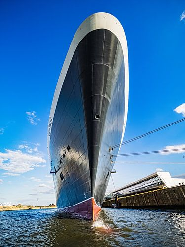 HAMBURG Queen Mary 2, Kreuzfahrtschiff, Cruiseterminal Steinwerder von Joachim Fischer
