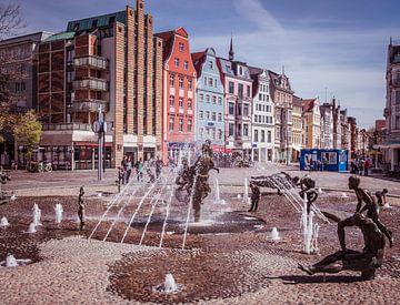 Altstadt von Rostock mit dem Brunnen der Lebensfreude von Animaflora PicsStock