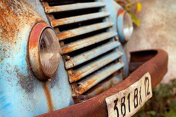 Oude roestige Renault van Peter Halma