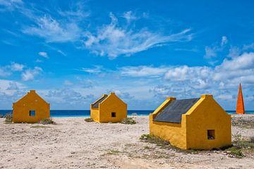 Slavenhuisjes op Bonaire van Michel Groen