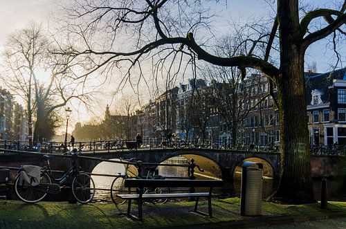 De Keizersgracht gezien vanaf de Brouwersgracht in Amsterdam. van Don Fonzarelli