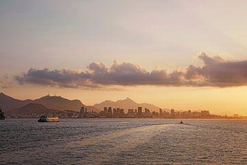 zonsondergang over de Copacabana baai, Rio de Janeiro, Brazilië van Tjeerd Kruse