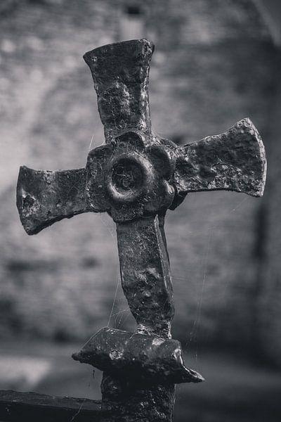 Oud smeedijzeren kruis van Adri Vollenhouw
