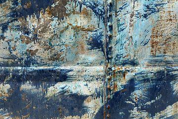 Blauwe metalen plaat met veel gebruikssporen van Shot it fotografie