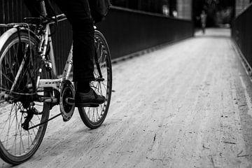 Radfahrer über Brücke von Mister Moret Photography