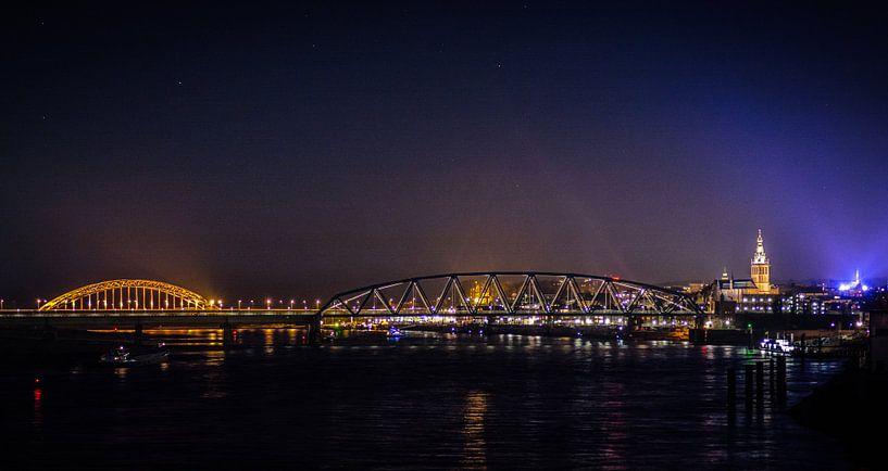 Nijmegen @ Night van Mario Kuijpers