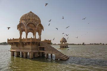 temple gadi sagar du Rajasthan, Inde sur Tjeerd Kruse