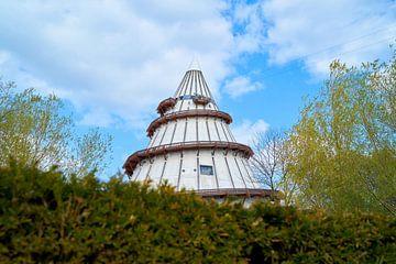 Jahrtausendturm aus dem Jahre 1999 im Elbauenpark am Ufer der Elbe in Magdeburg von Heiko Kueverling