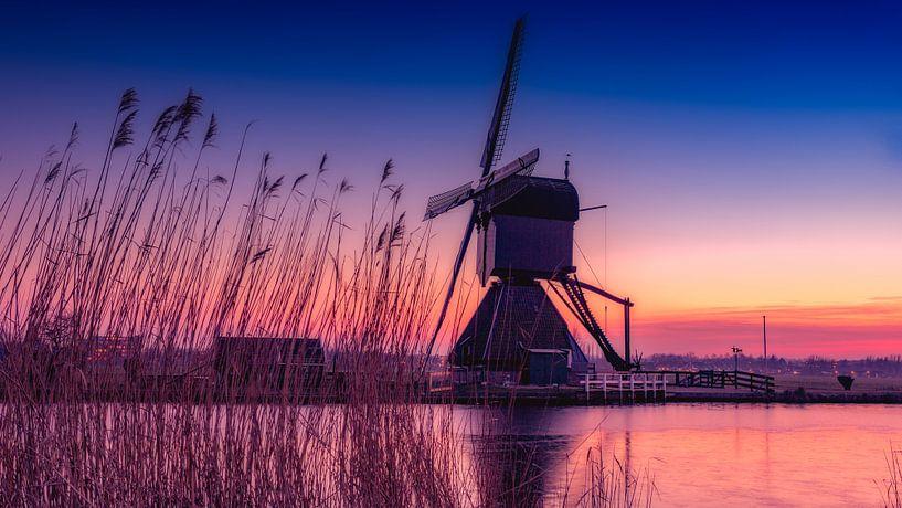 Kinderdijk lonely mill van Michael van der Burg