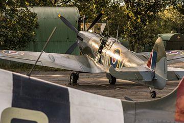 Spitfire in de zon van Floris Oosterveld