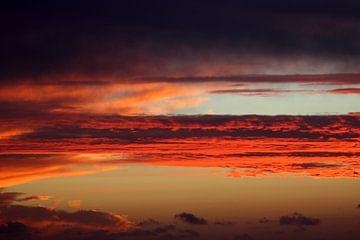 Rode luchtlagen von Jolanta Mayerberg