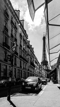 Eiffelturm auf dem Vordach in Paris von Tim Briers