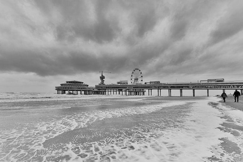 Betere Zwart wit foto van de pier in Scheveningen. van Johan Kalthof op RQ-11