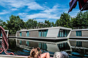 Futuristische woonboot van Norbert Sülzner