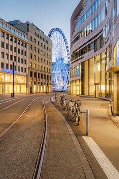 Am Kö-Bogen in Düsseldorf #2 von Michael Valjak