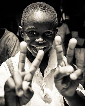Portret - Zambia 2019 - Vrolijke jongen van Matthijs van Os Fotografie