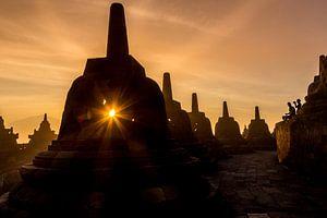 Zonsopkomst bij de Borobudur Temple Indonesië van Chris Wiersma