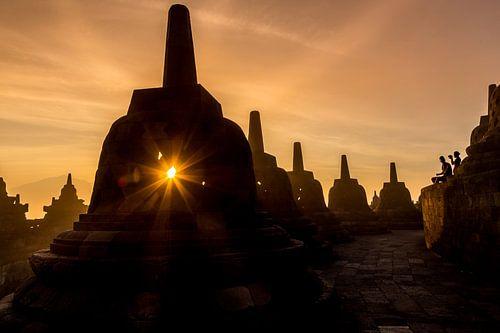 Sonnenaufgang am Borobudur Tempel Indonesien von Chris Wiersma