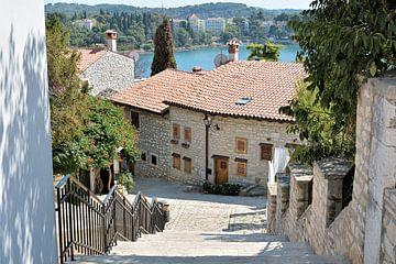 Wohnhäuser in der romantischen Altstadt von Rovinj an der Küste der Adria in Kroatien von Heiko Kueverling