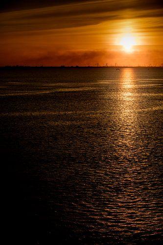 Sonnenuntergang auf der Elbe von