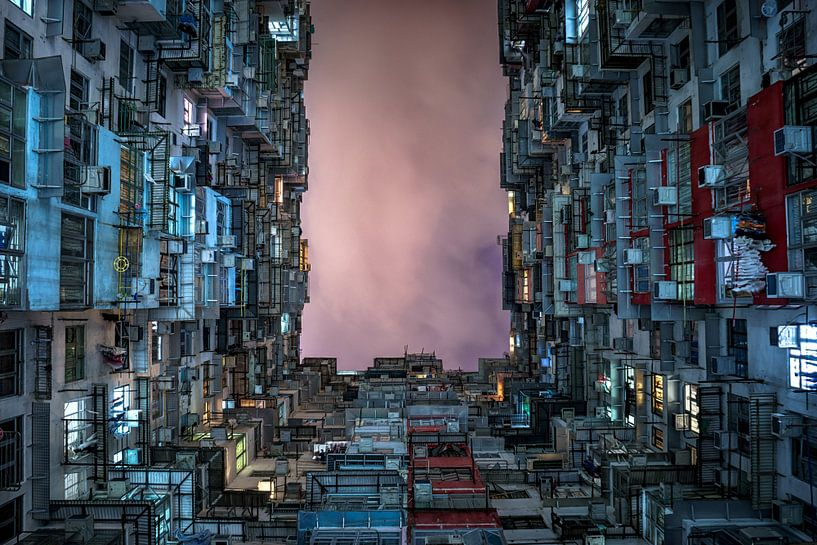 Honkong hive and sky. van Remco van Adrichem