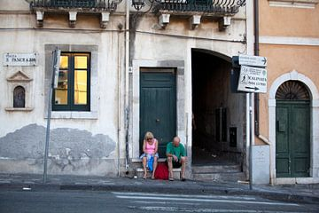 Uitpuffen in Taormina van Kees van Dun
