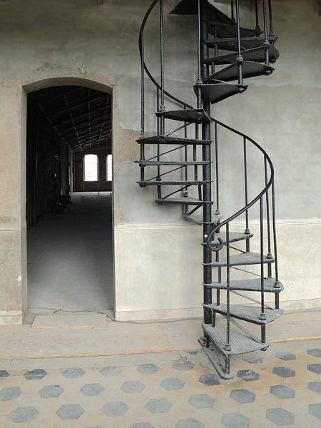 L'ancien escalier en colimaçon sur Karin Bazuin