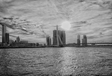 Erasmusbrug Rotterdam in Zwart wit van Brian Morgan