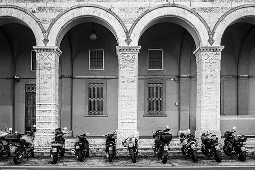 Scooters wachten op hun eigenaar