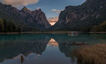 Italië - Dolomieten - Lago di Dobbiaco van Toon van den Einde