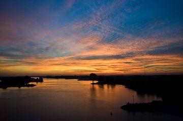 zonsondergang boven de Lek van George Burggraaff