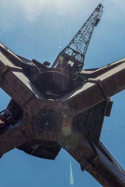 Hijskraan in Tsjernobyl van Perry Wiertz