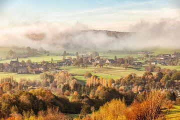 Herfstkleuren en mistflarden op de grens met Zuid-Limburg