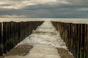 Wellenbrecher im Meer