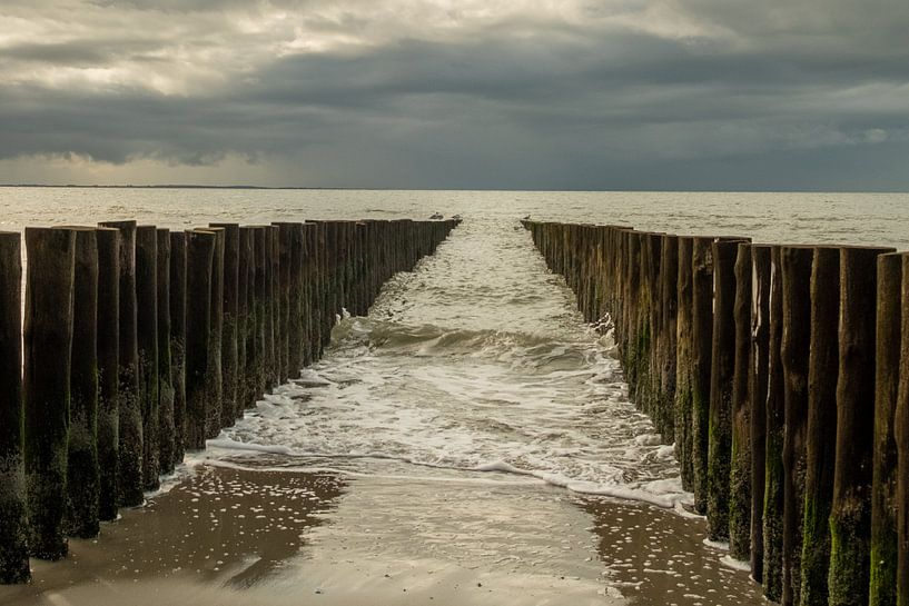 Wellenbrecher im Meer von Helene van Rijn