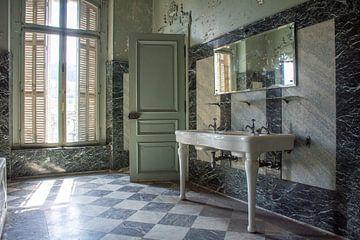 Marmorbad in französischem Chateau von Tim Vlielander