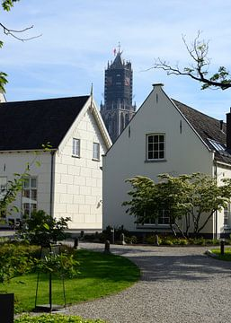 Domtoren in Utrecht gezien vanuit binnentuin Grand Hotel Karel V. von In Utrecht