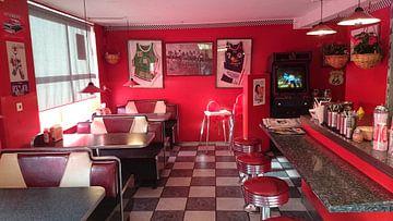 Elvis style diner in mainstreet Kevlavik, Iceland van Carolien Geurtsen