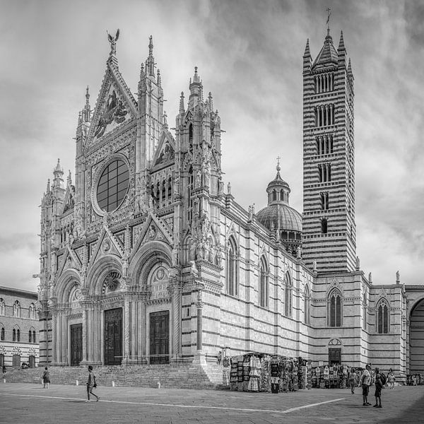 Italië in vierkant zwart wit, Duomo di Siena van Teun Ruijters