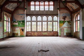 Verlassene Halle in Beelitz. von Roman Robroek